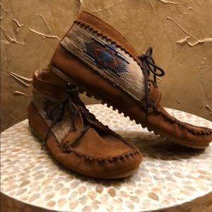 -MINNETONKA ANKLE BOOTIE BROWN SUEDE SIZE 7